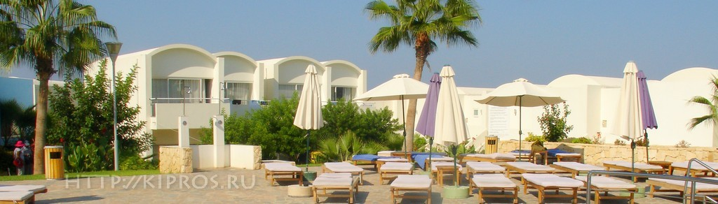 Вид на Theo Sunset Bay Holiday Village 4* с бассейна